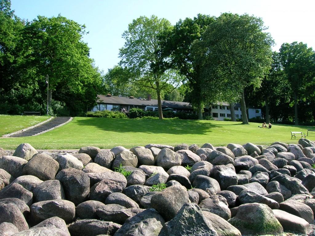 Hotel Strandparken i Holbæk set fra vandkanten. Foto: 80eren.