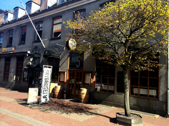 Bryghuset No.5 er en hyggelig restaurant med bryggeri i kælderen. Foto: HobaekGuiden.dk.