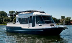 Lej en motorbåd og tage hele familien med på ferie på fjorden. PR Foto.